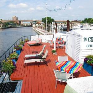 The Covington Houseboat