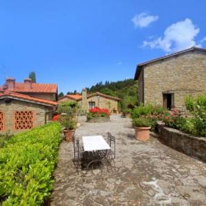 Book Now Locazione Turistica La Capraia.2 (La Lama, Italy). Rooms Available for all budgets. La Capraia antique medioval hamlet is situated in a very good position which overlooks the Arno valley. The characteristic little squares of the hamlet have been renovated rev