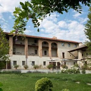 Book Now Agriturismo Cascina Giselberga (Verzuolo, Italy). Rooms Available for all budgets. Agriturismo Cascina Giselberga is located in Verzuolo 43 km from Alba and 24 km from Cuneo. Free WiFi is available and free private parking is available on site.Each room is f