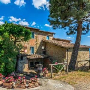 Book Now Locazione Turistica I Camini (Pulicciano, Italy). Rooms Available for all budgets. I Camini is named after the big stone fireplace in its living room and to the one in the kitchen. It is located in panoramic position over the Arno valley 500 m above sea leve