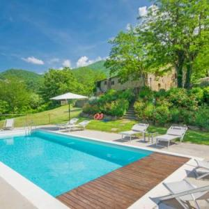 Book Now Locazione Turistica Il Borgo di Gugena (San Godenzo, Italy). Rooms Available for all budgets. Il Borgo di Gugena 7 km from Dicomano: Il Borgo di Gugena is situated on the hill approx 450m above the sea level in the National Park of the Casentinesi Forest. Garden has 60