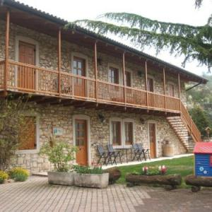 Book Now Agritur Maso Talpina (Mori, Italy). Rooms Available for all budgets. With its hillside location and surrounded by vineyards Agritur Maso Talpina offers Alpine-style apartments with a dishwasher and TV and free Wi-Fi throughout. A free shared la