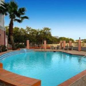 Canyon Springs Golf Club Hotels - Days Inn & Suites by Wyndham San Antonio North/Stone Oak