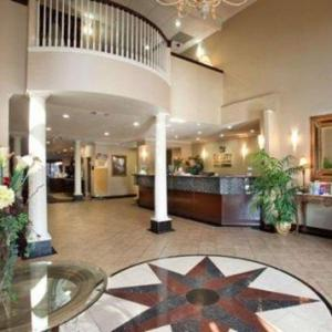 Hotels near Twin Rivers Golf Club Waco - Quality Inn & Suites Near University