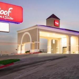 Red Roof Inn & Suites Austin East - Manor