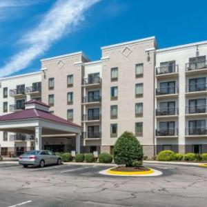 Hotels near Virginia State University's Multi-Purpose Center - Comfort Suites Southpark
