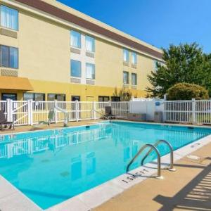 Hotels near Shenandoah County Fairgrounds - Comfort Inn Woodstock