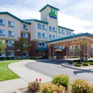 Hotels near Withrow Ballroom - Holiday Inn Express Hotel & Suites St. Paul