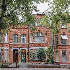 OYO Avenue House