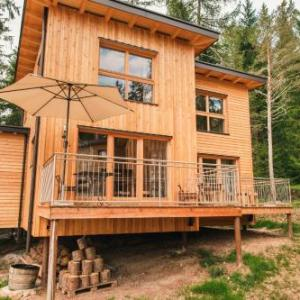 Book Now Forest Chalet Resort FELIZITAS (San Felice, Italy). Rooms Available for all budgets. Forest Chalet Resort Felizitas offers Alpine-style accommodation with mountain and forest view in San Felice in Val di Non. Guests enjoy a garden and BBQ facilities.All six ch