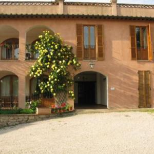 Book Now Agriturismo Vocabolo Palazzo (Solomeo, Italy). Rooms Available for all budgets. Situated in the medieval village of Solomeo 7 km from Corciano Agriturismo Vocabolo Palazzo is set in an 18th-century building on top of a hill. Overlooking the surrounding ar