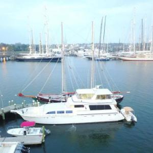 Ocean Romance Dockside Bed & Breakfast Yacht