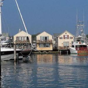 The Chicken Box Nantucket Hotels - The Cottages & Lofts