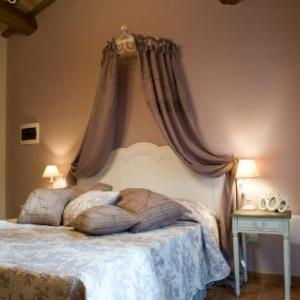 Book Now Casa Di Mi (Serrungarina, Italy). Rooms Available for all budgets. Set in the medieval town of Serrungarina Casa Di Mi offers panoramic views of the valley. It is run by a local family who have a popular restaurant next door serving local spe