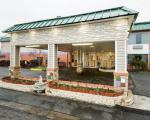 Reno Ohio Hotels - Super 6 Inn & Suites