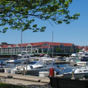 Hotels near Racine Civic Center - DoubleTree by Hilton Racine Harbourwalk