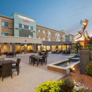 Hotels near Buster's Sports Bar and Grill - COURTYARD BY MARRIOTT MANKATO
