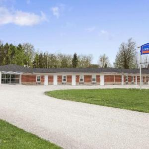 Hotels near Alder Street Recreation Centre - Howard Johnson Orangeville