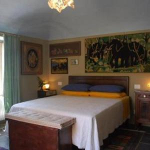 Book Now Villa Emilia (Roppolo, Italy). Rooms Available for all budgets. Set along the medieval route Via Francigena Villa Emilia is in a quiet location in Roppolo just 5 minutes' drive from Lake Viverone. It features colourful rooms and a garden a