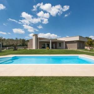 Book Now Villa Daiana (Ruffano, Italy). Rooms Available for all budgets. Situated in Ruffano this air-conditioned villa features a patio with pool views. The property features views of the garden and is 41 km from Lecce. Free private parking is ava