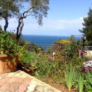 Book Now Il Rudere (Cavo, Italy). Rooms Available for all budgets. Featuring a sun terrace Il Rudere is a detached holiday home situated in Cavo. The property features views of the sea and is 38 km from Castiglione della Pescaia. Free WiFi is