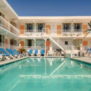 Daytona Inn and Suites