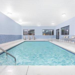 Hotels near National Cattle Congress - Days Inn & Suites by Wyndham Waterloo