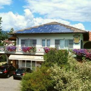 Book Now Agritur Casamela (Taio, Italy). Rooms Available for all budgets. Located in the Val di Non valley and 1 km from the centre of Taio Agritur Casamela is an apple farm offering classic rooms with a balcony. Wi-Fi throughout is free.The rooms c