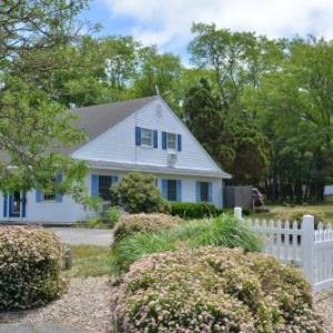 Cape Cod Hotels - Blue Dolphin Inn