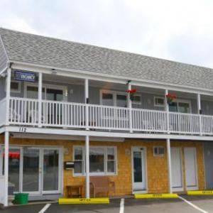 Wally's Pub Hampton Hotels - Marguerite Motel