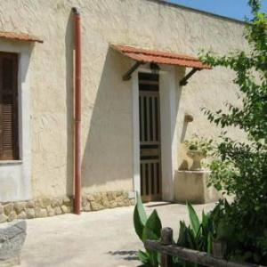 Book Now Casa Mazzara (Buseto Superiore, Italy). Rooms Available for all budgets. Agriturismo boasting four comfortable apartments and located in the town of Buseto Palizzolo. in an oasis of green. close to Trapani. Erice. Mozia. Segesta. San Vito lo Capo a