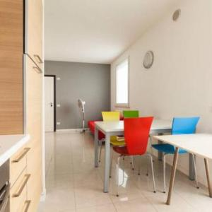 Book Now Appartamento Via Giumbo (Rimini, Italy). Rooms Available for all budgets. Offering a garden Appartamento Via Giumbo offers pet-friendly accommodation in Rimini. Rimini Fiera is 3.7 km away. Free WiFi is available throughout the property.All units ha