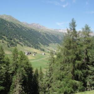 Book Now Rieglhof (Curon Venosta, Italy). Rooms Available for all budgets. Located 3 km from the Maseben ski resort and 4 km from Lake Reschen Rieglhof offers apartments with a balcony or terrace overlooking the mountains and valley. Wi-Fi bikes and