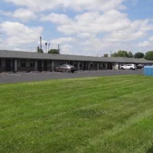 Hotels near Miller Family Farms Pleasantville - Budget Inn Columbus