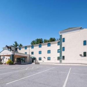 Summit Point Motorsports Park Hotels - Rodeway Inn And Suites