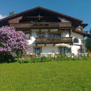Book Now Apartement Sonnenhof (San Valentino alla Muta, Italy). Rooms Available for all budgets. Located in a hamlet 1.5 km from San Valentino alla Muta family-run Apartement Sonnenhof features 5 Alpine-style apartments and free parking. Offering views of Muta Lake in the