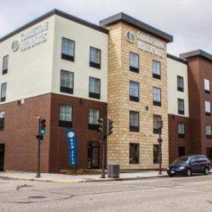 Cobblestone Hotel & Suites - Chippewa Falls