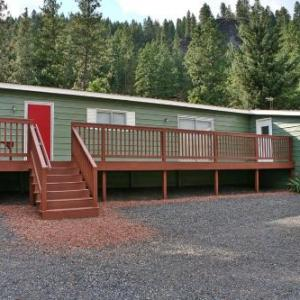 Book Now Huckleberry Cabin (Dryden, United States). Rooms Available for all budgets. Huckleberry Cabin is a holiday home situated in Dryden 13 km from Leavenworth. The property is 27 km from Wenatchee and free private parking is provided.The unit is equipped w