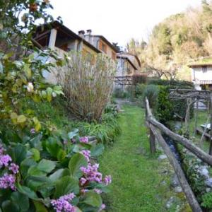 Book Now Casale Di Franco (Pescaglia, Italy). Rooms Available for all budgets. Located 26 km from Pisa and 14 km from Lucca Casale Di Franco offers pet-friendly accommodation in Pescaglia. You can relax by the seasonal outdoor pool in the garden in fair