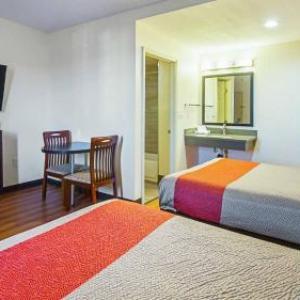 Motel 6 Maple/Main