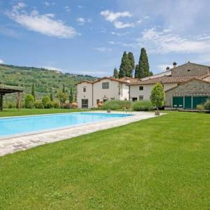 Book Now Locazione Turistica Viuzzo (Scopeti, Italy). Rooms Available for all budgets. Very old country house Castel D'Acone renovated is located in Santa Maria in Acone 4 km from Rufina 10 km from the centre of Pontassieve 25 km from the centre of Firenze 80 km