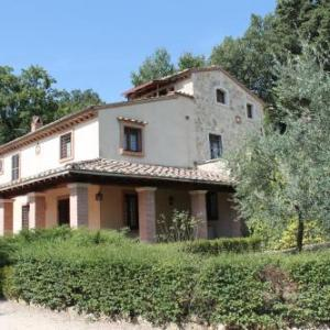 Book Now Villa Le Morre (Penna in Teverina, Italy). Rooms Available for all budgets. Offering accommodation with air conditioning Villa Le Morre is situated in Penna in Teverina 33 km from Orvieto. Viterbo is 22 km from the property. Free WiFi is available thr