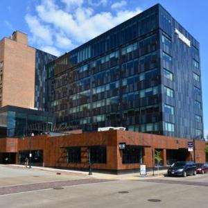 Hotels near Eau Claire Regional Arts Center - The Lismore Hotel Eau Claire - a DoubleTree by Hilton