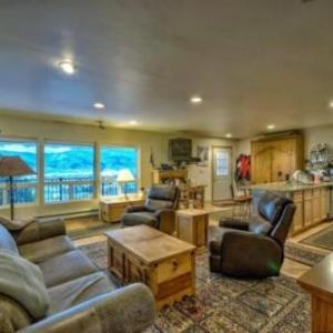 Book Now Park Meadows C1 (Steamboat Springs, United States). Rooms Available for all budgets. Park Meadows C1 offers accommodation in Steamboat Springs 1.2 km from Steamboat Ski Resort and 1.3 km from Christie Peak Express. The unit is 1.5 km from Christie III Ski Lift