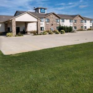 Hotels near Great Jones County Fair - Cobblestone Inn & Suites - Monticello