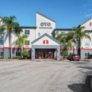OYO Townhouse Orlando West