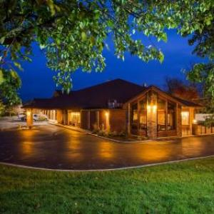 Goggin Ice Center Hotels - Best Western Sycamore Inn