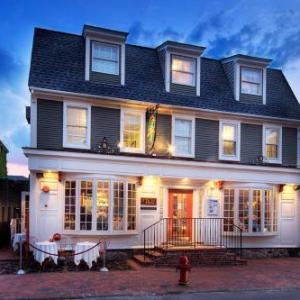 Fort Adams State Park Hotels - Bouchard Restaurant & Inn