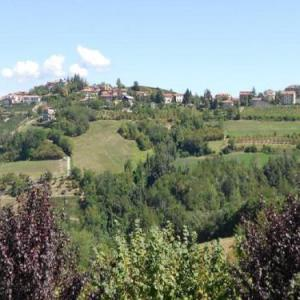 Book Now B&B I Colori dell'Arcobaleno (Belvedere Langhe, Italy). Rooms Available for all budgets. Located in the village of Belvedere Langhe B&B I Colori dell'Arcobaleno is an intimate property with a relaxing garden. It offers country-style suites with views of the La