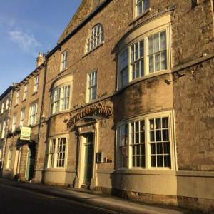 Hotels near Frazer Theatre Knaresborough - Newton House